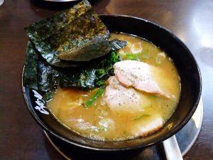 ラーメン(豚骨醤油、家系ラーメン)