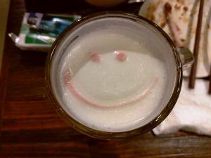 ビールの泡にニコちゃんマーク