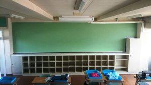 教室背面板とロッカー完成