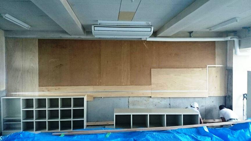 教室背面板とロッカー剥がし