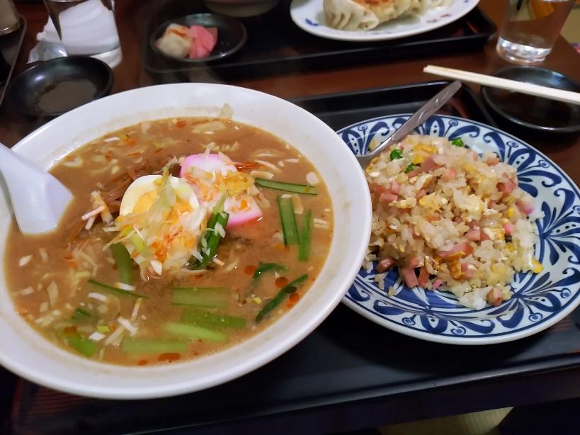 担担麺と半炒飯