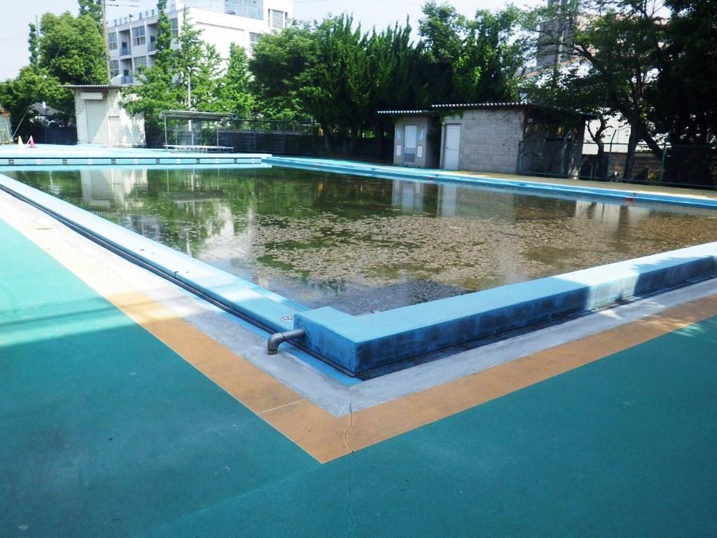 プールサイド修繕