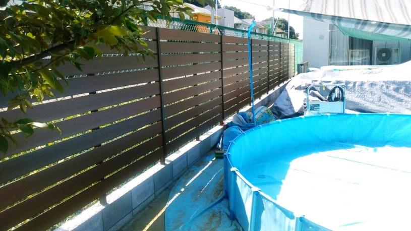 プール廻り木製風フェンス工事