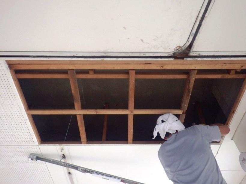 天井剥がし