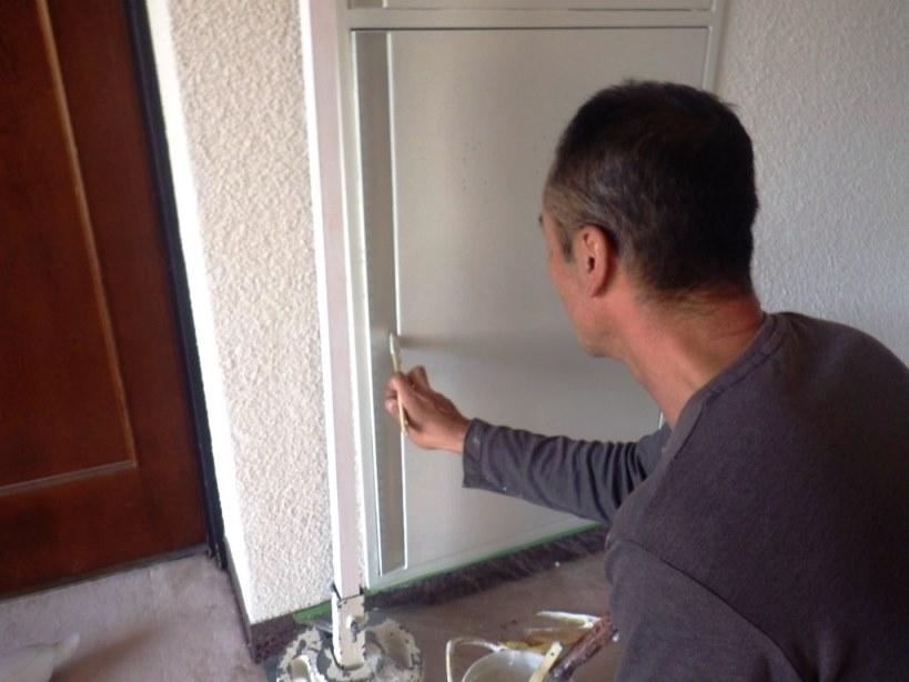 消火栓の扉塗装