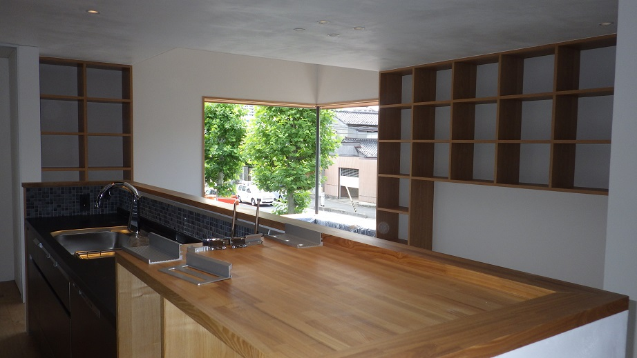 3世帯のための家 キッチン