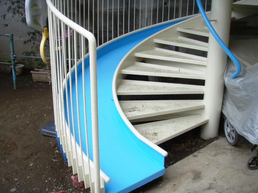 テラス手摺と避難階段の塗装工事After